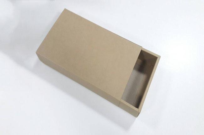 กล่องสไลด์ กล่องของขวัญ กล่องของที่ระลึก กล่องอเนกประสงค์ กล่องของใช้ กล่องแบบฝาสไลด์ สีน้ำตาล ขนาด 21.5x12.5x4 ซม. ราคา 170 บาท/10 ใบ