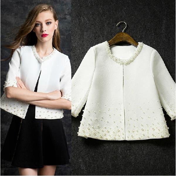 พร้อมส่ง เสื้อคลุม สีขาว รอบคอและตัวเสื้อ แต่งด้วยมุกสีขาว ** พร้อมส่งไซส์ S **