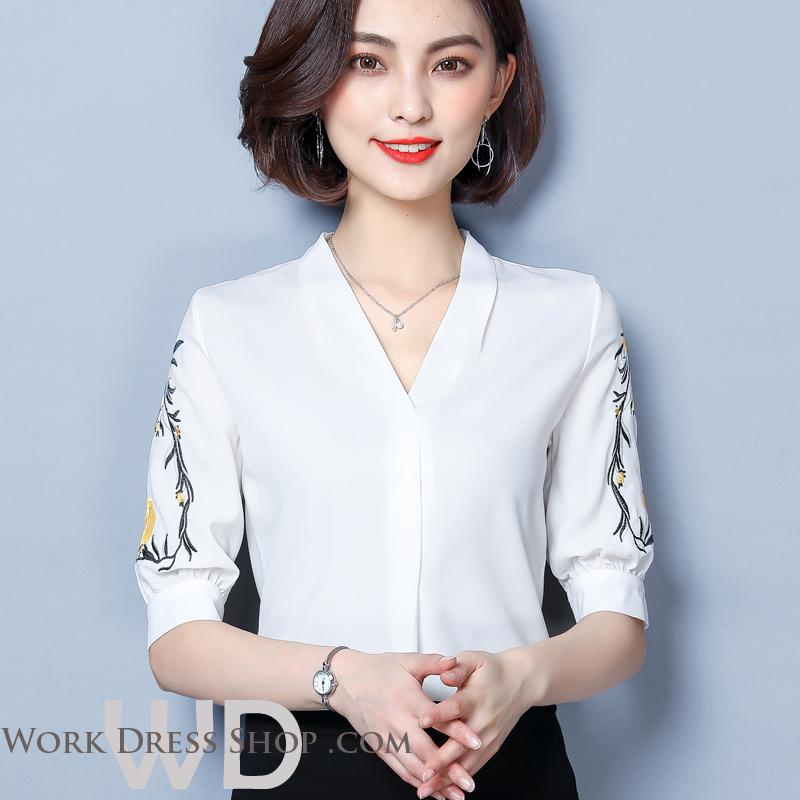 Pre-order เสื้อทำงาน สีขาว คอวี ปักลายเถาดอกไม้ช่วงแขนสวยงาม
