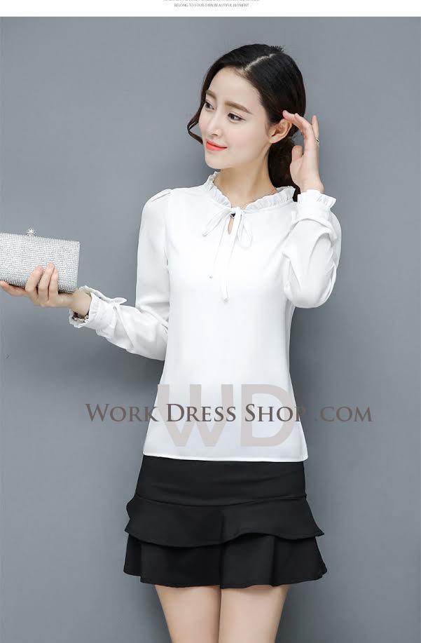 Pre-order เสื้อทำงาน สีขาว ผูกโบว์หน้า เรียบหรู ช่วงคอและแขนแต่งระบายน่ารัก เนื้อผ้าระบายความอากาศได้ดี
