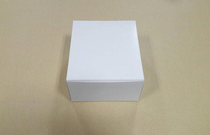 กล่องสแน็ค กล่องอาหารว่าง Snack Box กล่องคอฟฟี่เบรค กล่องคัพเค้ก แบบไม่มีหน้าต่าง สีขาว ขนาด 15.0x15.0x7.6 ซม.