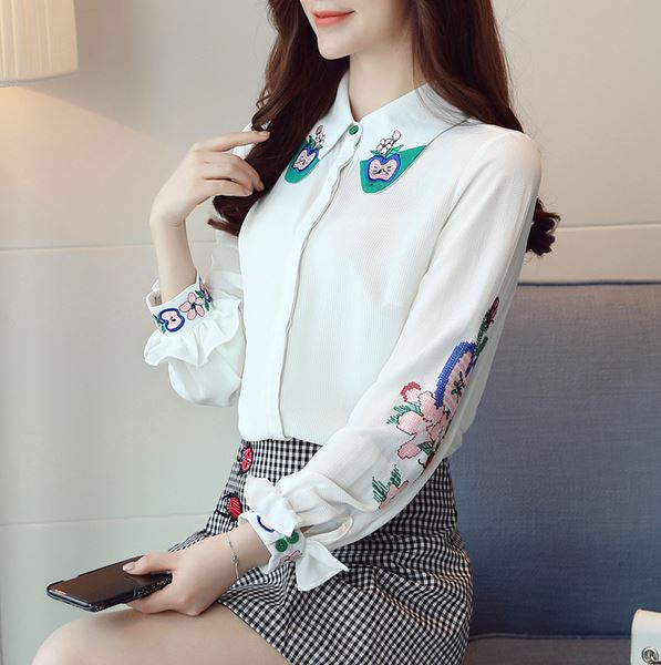 Preorder เสื้อทำงาน สีขาว คอปกและช่วงแขนปักลายสวย