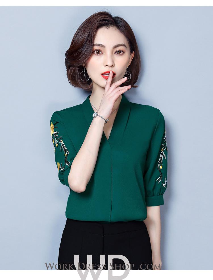 Pre-order เสื้อทำงาน สีเขียว คอวี ปักลายเถาดอกไม้ช่วงแขนสวยงาม