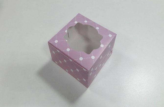 กล่องสแน็ค กล่องอาหารว่าง แบบมีหน้าต่าง ลายม่วงชมพูอ่อน ขนาด 12.8x12.8x7.0 ซม.