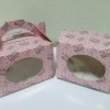 กล่องคุ๊กกี้ / กล่องขนม / กล่องเค้ก / กล่องคัพเค้ก กล่องช้อกโกแล็ต แบบมีหูหิ้ว ลายหมีชมพู กว้าง 16.3 x ยาว 10.0 x สูง 10.0 ซม.