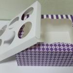 กล่องคัพเค้ก กล่องคัพเค้ก 6 ชิ้น กล่องฟู้ดเกรด ลายม่วงสดใส (พร้อมฐานคัพเค้ก)