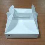 กล่องหูหิ้ว กล่องบราวนี่ กล่องคุ๊กกี้ กล่องชิฟฟ่อน กล่องเค้ก กล่องขนม สีขาว กว้าง 17.5 x ยาว 17.5 x สูง 5.0 ซม.