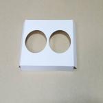 ฐานใส่คัพเค้กขนาด 2 ช่อง เส้นผ่านศูนย์กลาง 6.4 ซม.(ใช้กับถ้วยคัพเค้กขนาดมาตรฐาน 6 ซม.) ขนาดกว้าง 15.0 X ยาว 12.8 ซม.