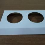 ฐานใส่คัพเค้กขนาด 2 ช่อง เส้นผ่านศูนย์กลาง 5.5 ซม.(ใช้กับถ้วยคัพเค้กขนาดมาตรฐาน 5 ซม.) ขนาด 16.3 X 8.7 ซม.