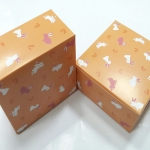 กล่องสแน็ค กล่องอาหารว่าง ลายกระต่ายขาวชมพู กว้าง12.7 x ยาว12.7 x สูง 6.5 ซม.