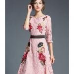 Preorder ชุดทำงาน สีชมพู คอกลมแขนห้าส่วน คาดเอวเก๋ไก๋ เนื้อผ้าลูกไม้ปักลายดอกไม้สวยหวาน