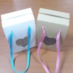 กล่องคุ๊กกี้ กล่องขนม ลายคราฟท์หน้าขาวหลังน้ำตาล มีเชือกหูหิ้ว กว้าง 11.5 x ลึก 8.5 x สูง 16 ซม.