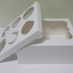 กล่องคัพเค้ก กล่องคัพเค้ก 6 ชิ้น กล่องฟู้ดเกรด สีขาว (พร้อมฐานคัพเค้ก 6 ช่อง)