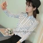 Preorder เสื้อทำงานผู้หญิงลายตรง สีขาวเส้นดำ เก๋ๆ เนื้อผ้าระบายความอากาศได้ดี
