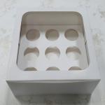 กล่องคัพเค้ก กล่องคัพเค้ก 9 ชิ้น (พร้อมฐานคัพเค้ก) สีขาว