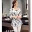 Preorder เสื้อทำงาน สีขาว ผูกเอว ผ้าพิมพ์กราฟฟิก แขนแต่งระบายสวย thumbnail 4