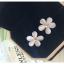 Pre-order ตุ้มหู รูปดอกไม้ สีครีมสวย ก้านหลังแข็งแรงสีทองขึ้นรูปเป็นลายดอกไม้รองรับทุกกลับดอก thumbnail 2