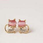 พร้อมส่ง ตุ้มหู รูปแมวน้อย แบบน่ารักมากค่ะมีให้เลือกสองสี Pink , White