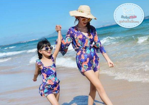 ชุดว่ายน้ำเด็กผู้หญิงวันพีชสีน้ำเงิน ลายดอกไม้ (มีคู่ แม่-ลูก ด้วยค่ะ จะซื้อคู่ หรือซื้อเดี่ยว ก็ได้ค่ะ)