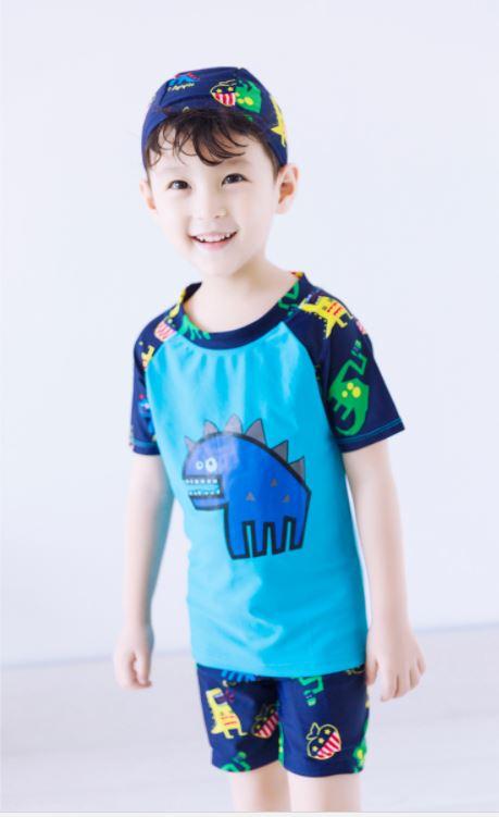 ชุดว่ายน้ำเด็กชาย ป้องกัน UV พร้อมหมวก ลายไดโนเสาร์ กางเกงมีเชือกผูกเอว